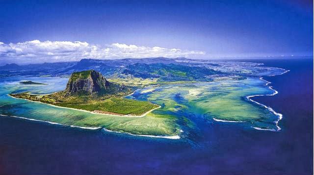 Cascada bajo el agua, en Mauricio