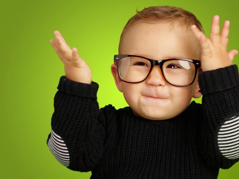 800x600_happy-boy-with-glasses