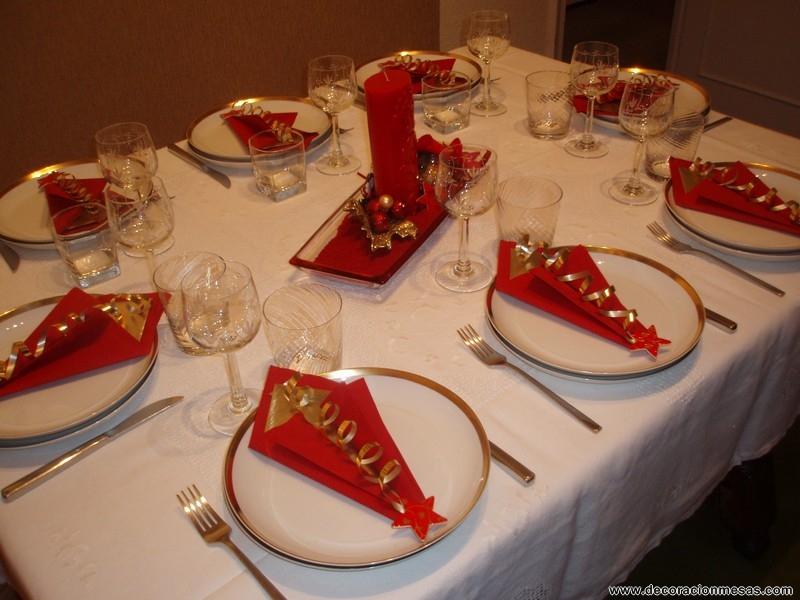 Cinco oraciones que no deben faltar en tu cena de navidad for Mesas para navidad