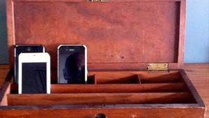 celular-mostrador-counter-recepcion-comer-telefono