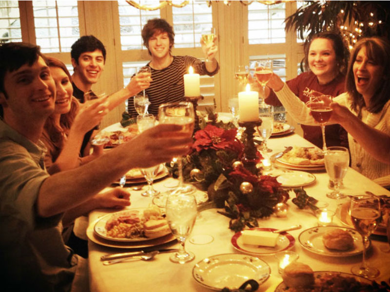 christmas-family-dinner-crop