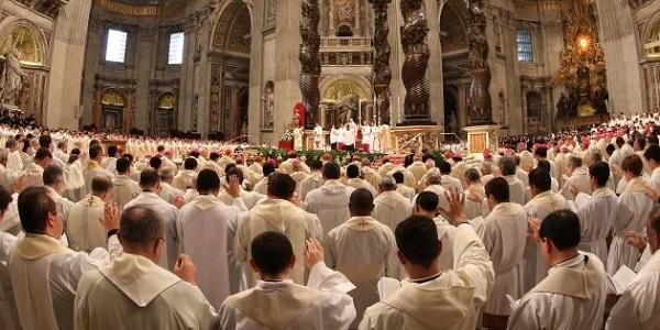 Estos son los 10 sacerdotes que están haciendo lío en facebook y que quizá no conocías