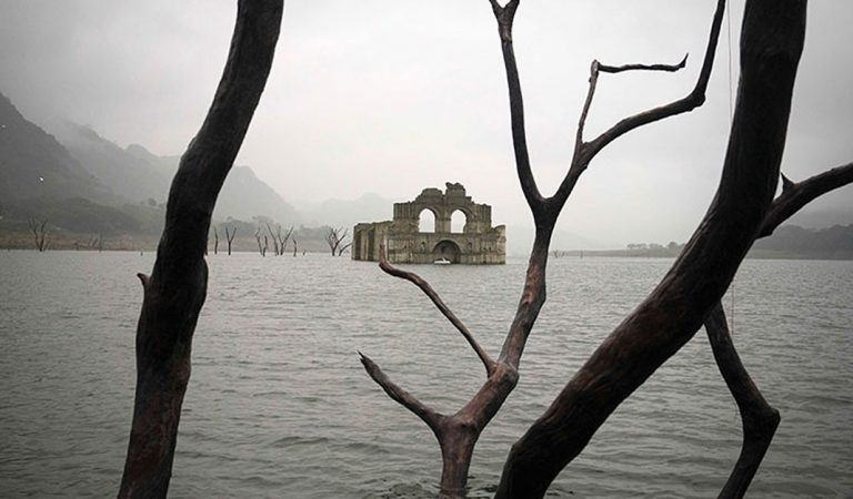 La iglesia que emergió de las aguas en México