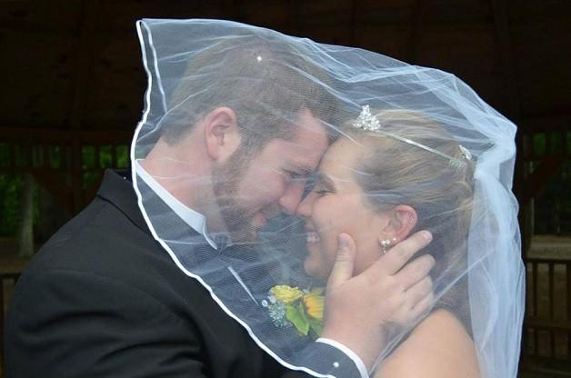 Pierde la memoria y su marido le prepara una segunda boda.