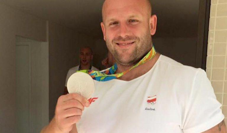 Medallista polaco subasta su presea para ayudar a un pequeño con Cáncer.