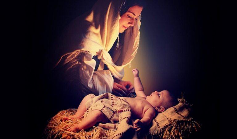 Quédate con quien te mire como María contempla a Jesús