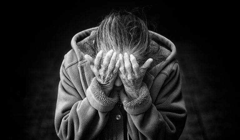 Si quieres pedir perdón a Dios, que sea en los oídos de los pobres.
