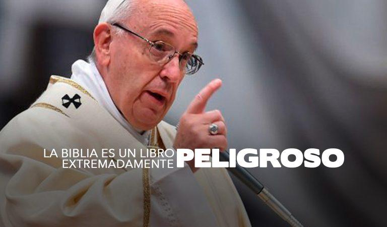 """Según el Papa """"La Biblia es un libro extremadamente peligroso"""""""
