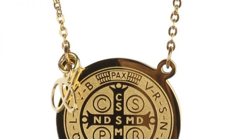 ¿Sabes qué significan la cruz y la medalla de San Benito?