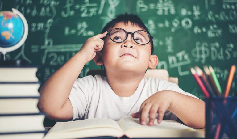 ¿Se da testimonio en las calificaciones de la Escuela?
